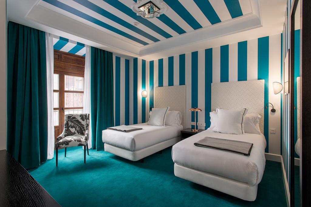 Room Mate Valeria Twin bed